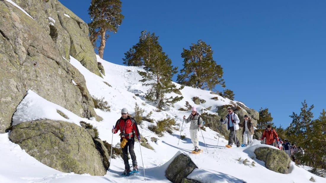 Raquetas de Nieve en Madrid con Dreampeaks. Salidas y excursiones con raquetas de nieve.
