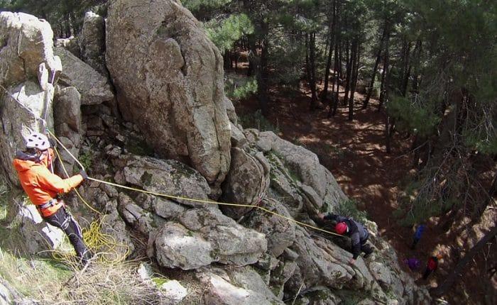 Curso de Montañismo en Madrid. Curso de Maniobras de cuerda y Rápel en Montaña con Dreampeaks.