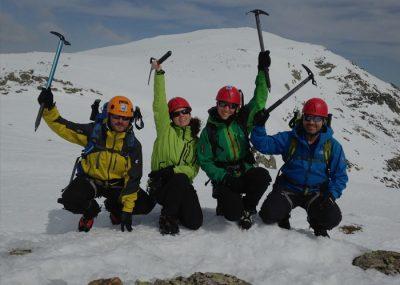 Cursos de escalada, alpinismo y montañismo en Madrid con Dreampeaks